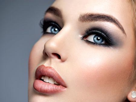 Total black smokey eye makeup tutorial